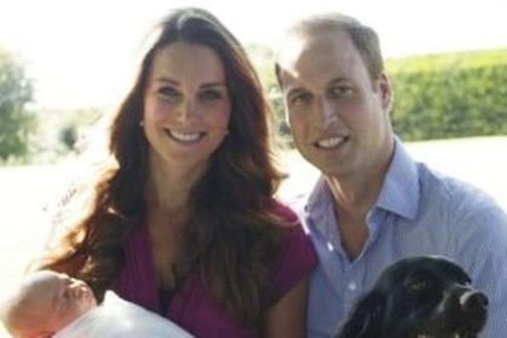 Πρίγκιπας George: Οι πρώτες επίσημες φωτογραφίες ενάντια στο βασιλικό πρωτόκολλο