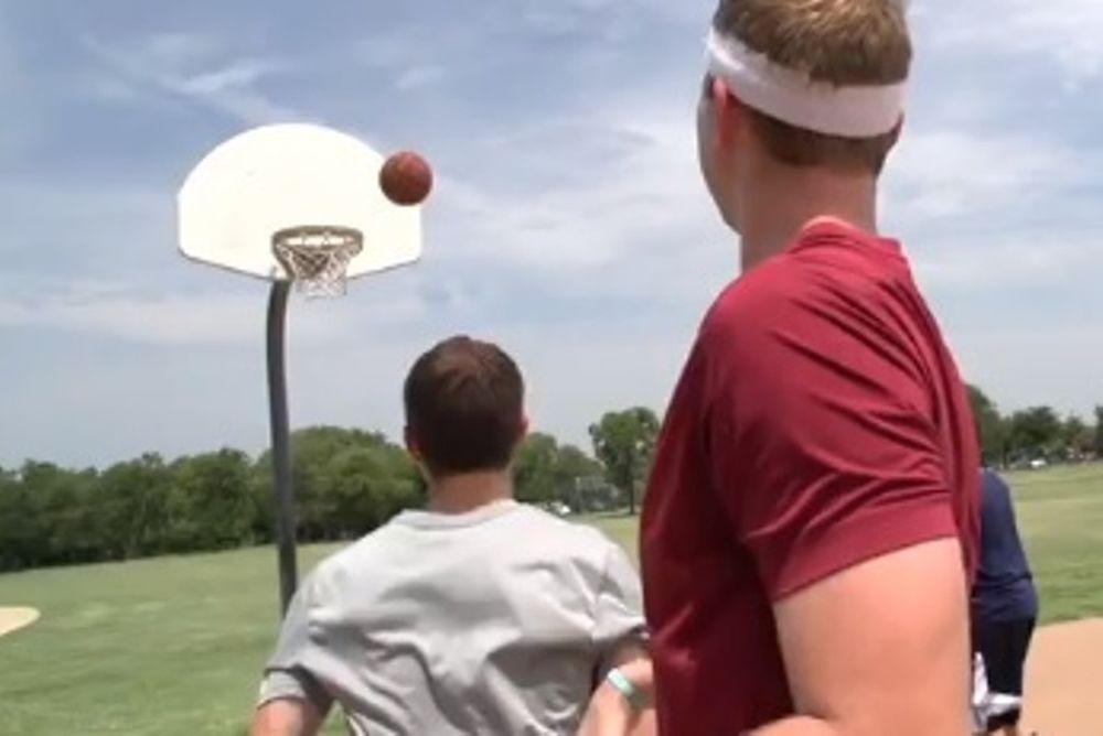 Το πιο άθλιο μπάσκετ που έχετε δει (video)