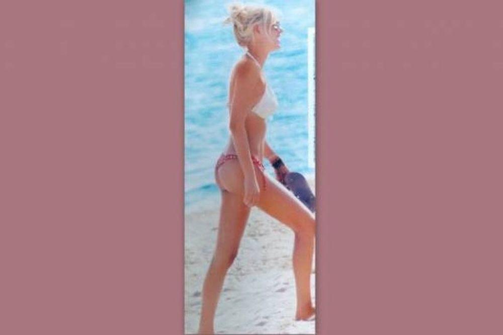 Κλέλια Ρένεση: Η σέξι εμφάνιση της με μαγιό που αναστάτωσε τη Χαλκιδική