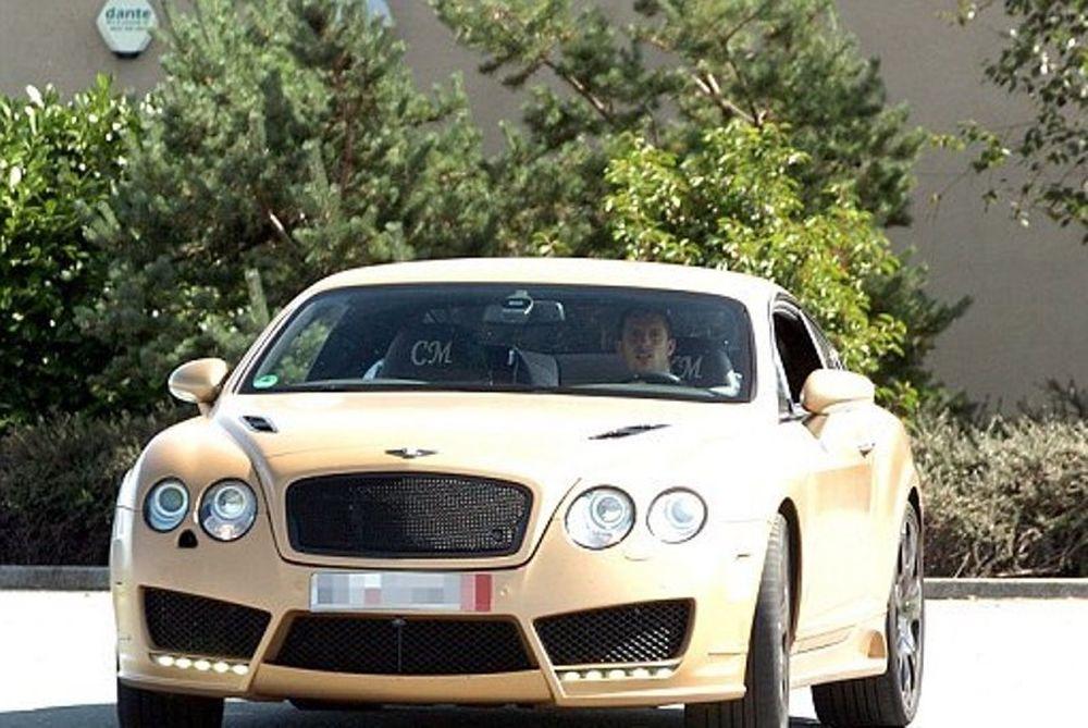 Έβερτον: Η «χρυσή» Μπέντλεϊ του Μιραλάς και τα άλλα αμάξια (photos)