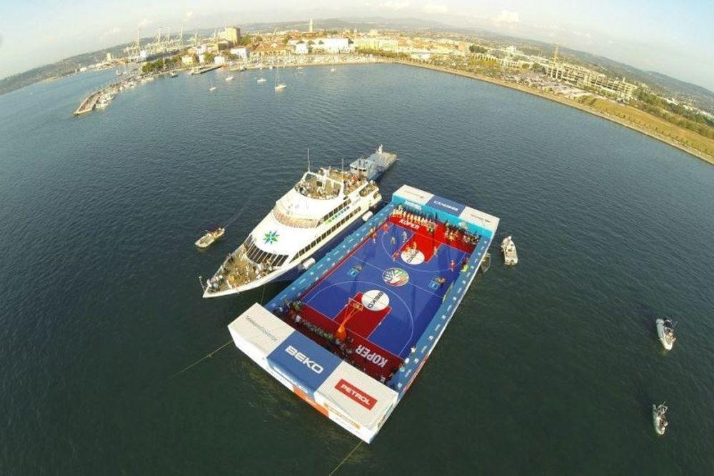 Ευρωμπάσκετ: Μπάσκετ στη θάλασσα! (photos)