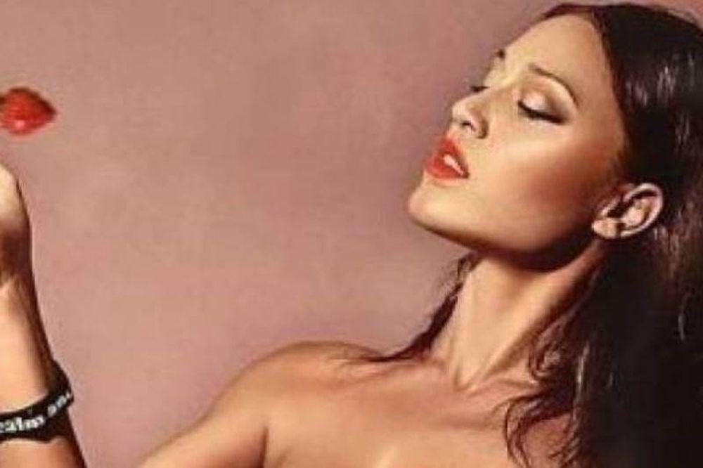 Δείτε την γυμνασμένη και σέξι Πηνελόπη Αναστασοπούλου με μαγιό!