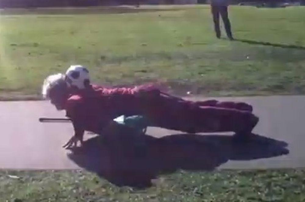 Απίστευτα κόλπα στο ποδόσφαιρο από... γιαγιά! (video)
