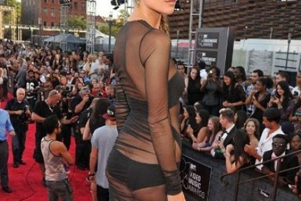 Ποια κυρία εμφανίστηκε σχεδόν γυμνή στα MTV VMAs; (photos)