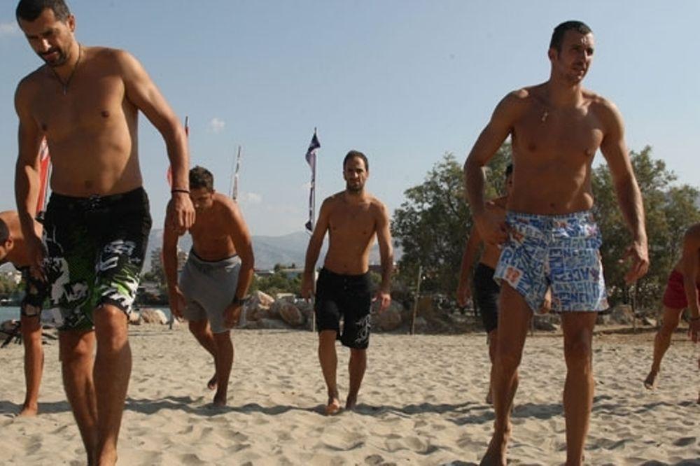 Ολυμπιακός: Προπόνηση στην παραλία! (photos)