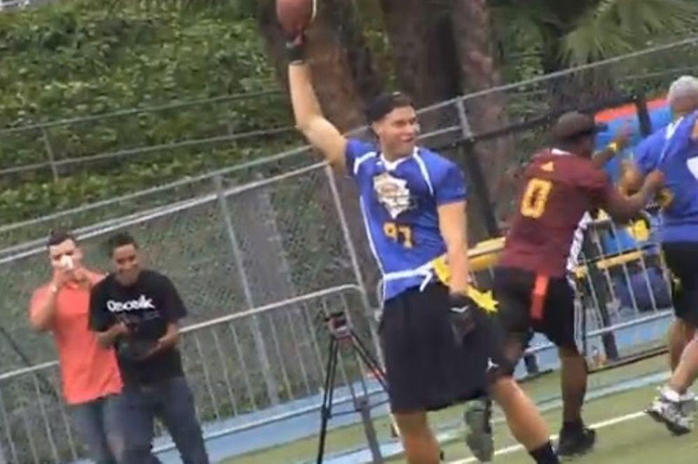 Λος Άντζελες Κλίπερς: Έπαιξαν αμερικανικό ποδόσφαιρο (video)
