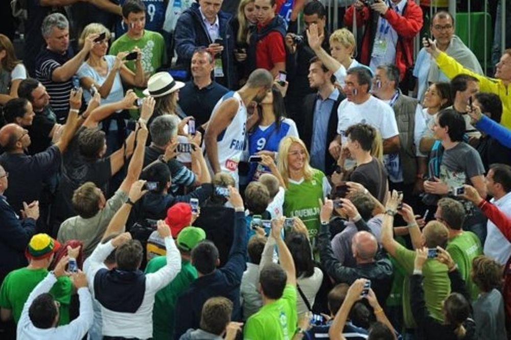 Ευρωμπάσκετ 2013: Το φιλί του πρωταθλητή Ευρώπης, Πάρκερ (photos)