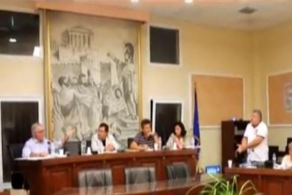 Δήμαρχος... επιχορήγησε «στήσιμο» αγώνα στη Σκύδρα (video)