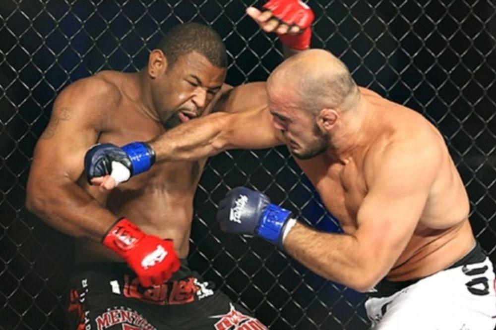 MMA: Ανατριχιαστικός τραυματισμός στο πόδι (video)