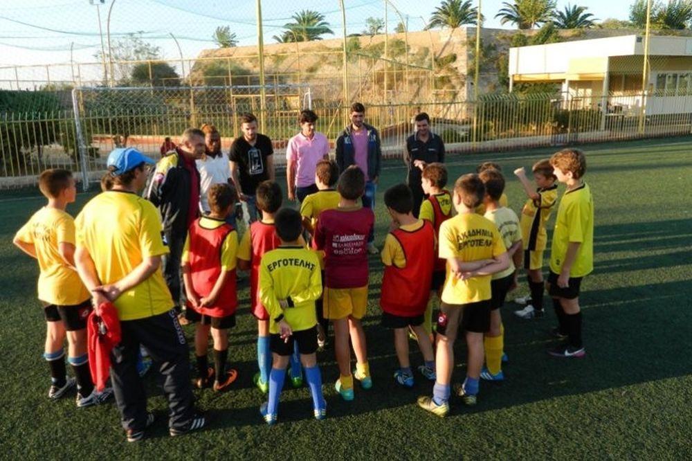 Εργοτέλης: Επίσκεψη παικτών στις ακαδημίες του συλλόγου (photos)
