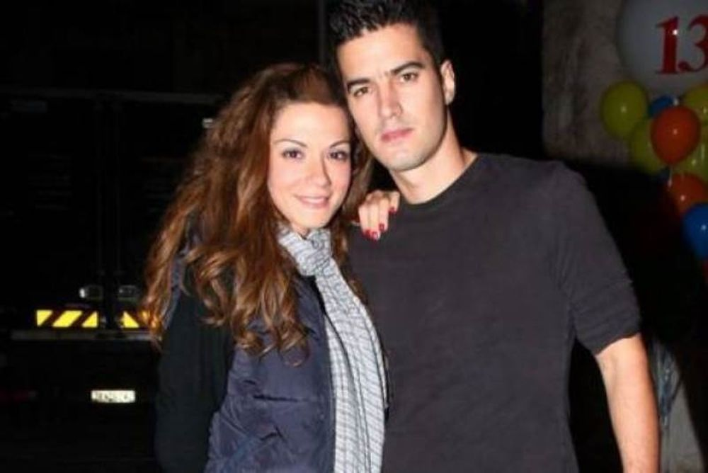 Συμβαίνει τώρα: Παντρεύτηκαν στο Δημαρχείο Αμαρουσίου Τσιμιτσέλης-Λασκαράκη (Nassos blog)