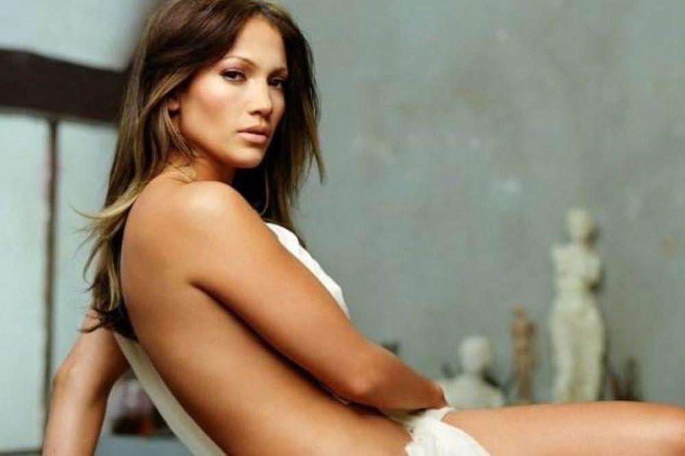 Jennifer Lopez: «Δέχτηκα πιέσεις για ν' αλλάξω το σώμα μου»