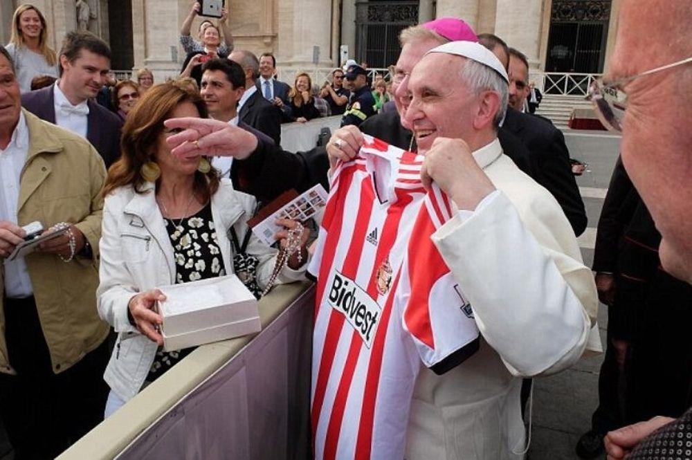 Σάντερλαντ: Οπαδός του Μαυρία ο Πάπας! (photos)