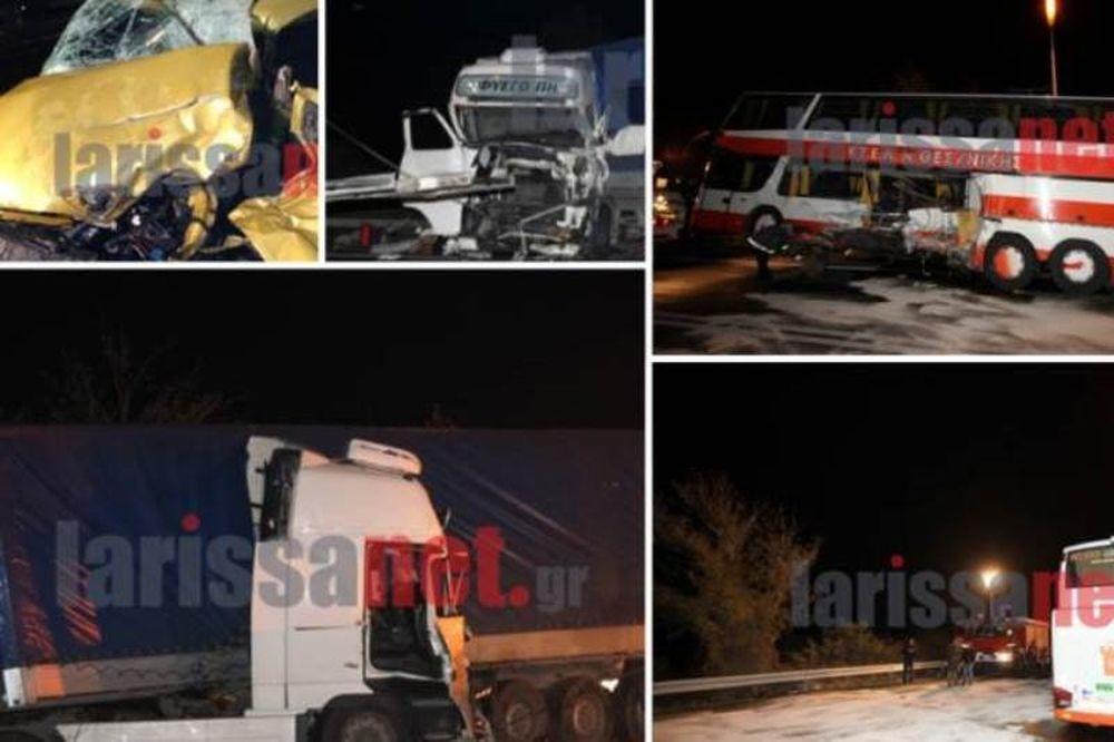Σφοδρό τροχαίο στα Τέμπη με έναν νεκρό και δεκάδες τραυματίες (photos+video)