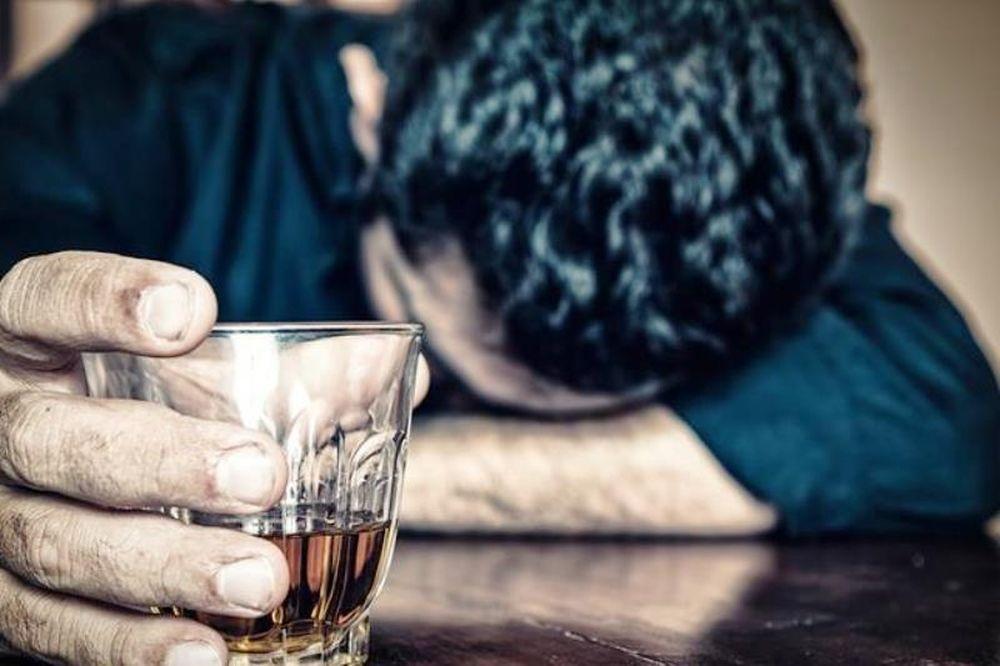 Το αλκοόλ διαλύει γάμους μόνο αν πίνει ο ένας