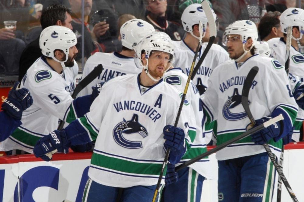 NHL: Στο κλαμπ των «300άρηδων» ο Daniel Sedin (videos)