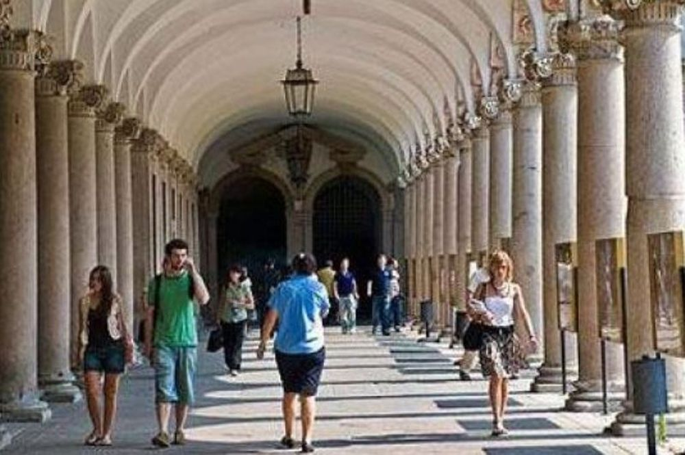 Σάλος στην Ιταλία με τους εύπορους φοιτητές που παίρνουν επιδόματα φτώχειας!