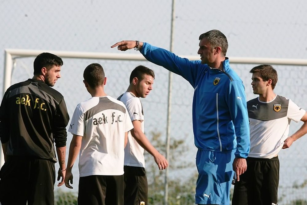 AEK: Χωρίς Παληαρούτα και με τα κεφάλια κάτω