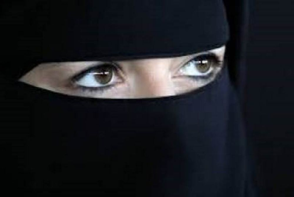Δείτε την όμορφη Μουσουλμάνα - εκπρόσωπο Γερμανικού ΥΠΕΞ