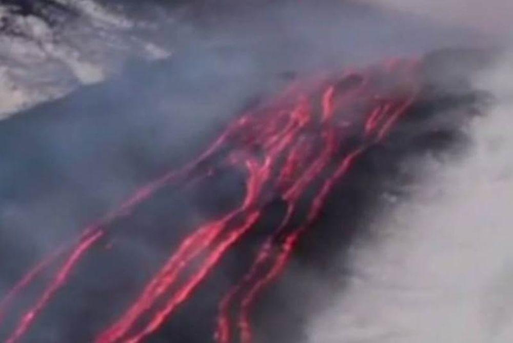 Εντυπωσιακό βίντεο: Έκρηξη στην Αίτνα - Ποτάμι λάβας πάνω στο χιόνι
