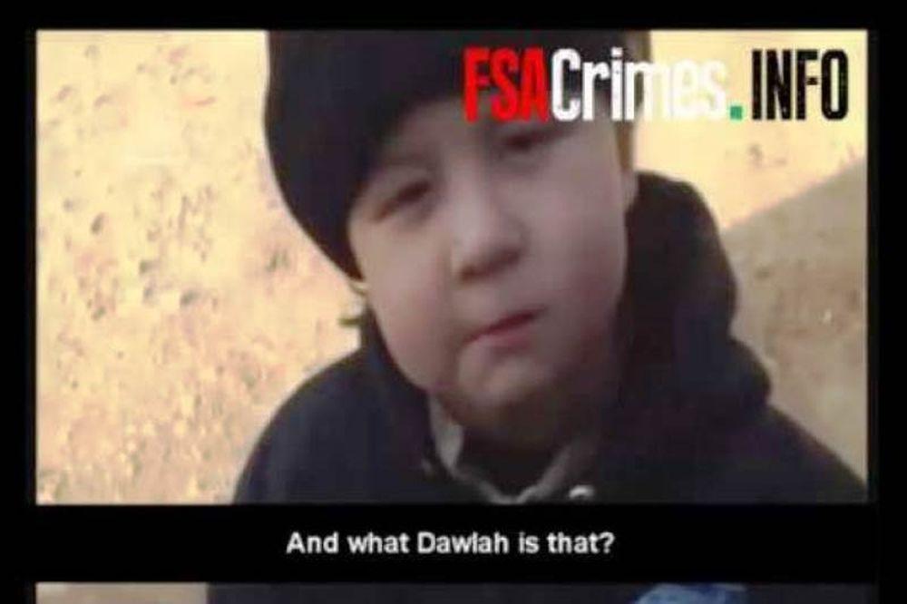 Συγκλονιστικό βίντεο με τετράχρονο παιδί με αυτόματο όπλο