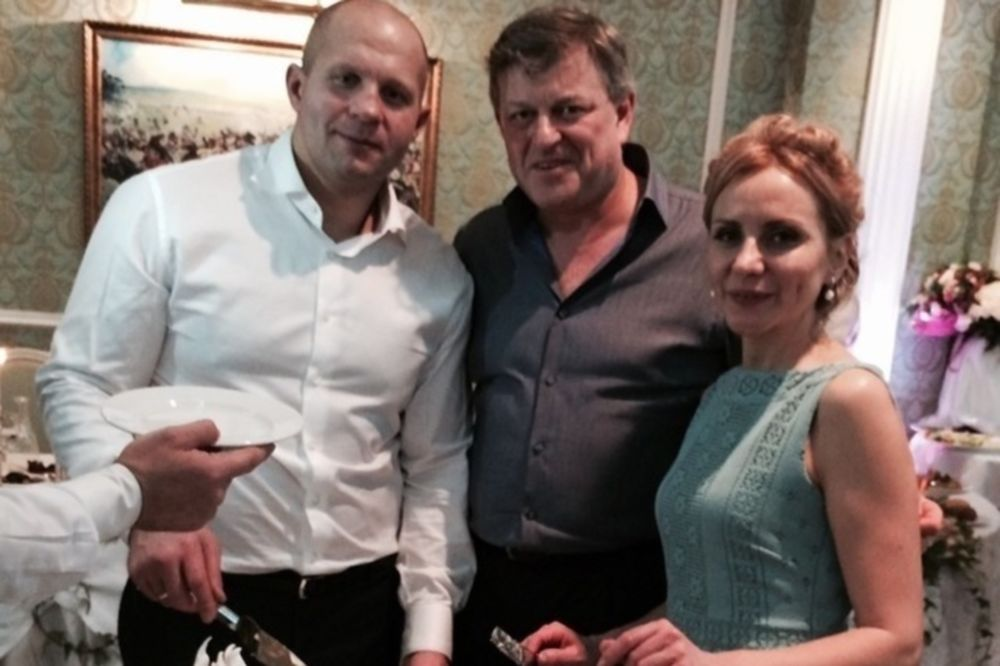 MMA: Ξαναπαντρεύτηκε την πρώτη γυναίκα του ο Emelianenko (video)