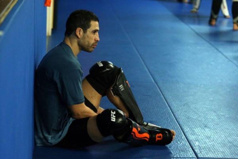 UFC 172: Σύγκρουση Castillo με Vallie-Flagg