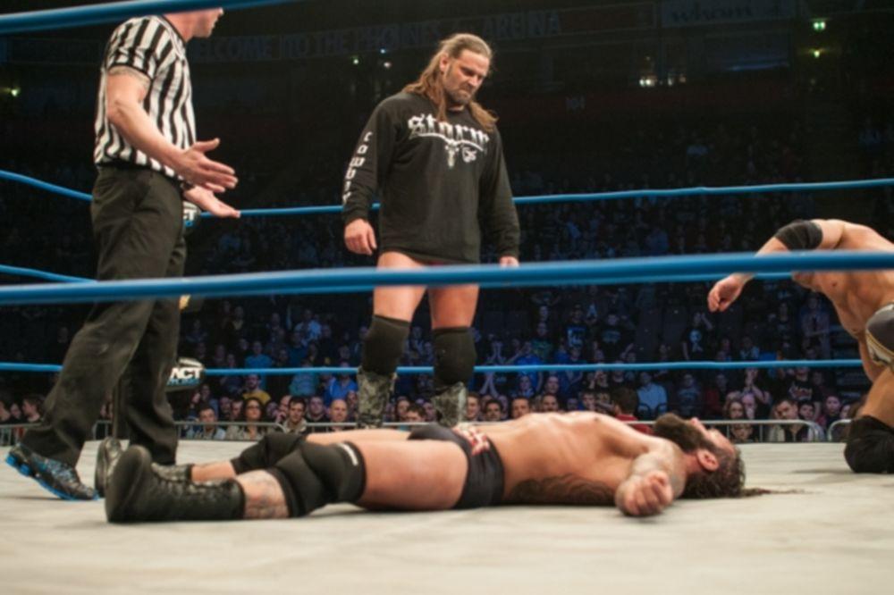 TNA Impact Wrestling: Την… πάτησε ο Gunner (photos+videos)