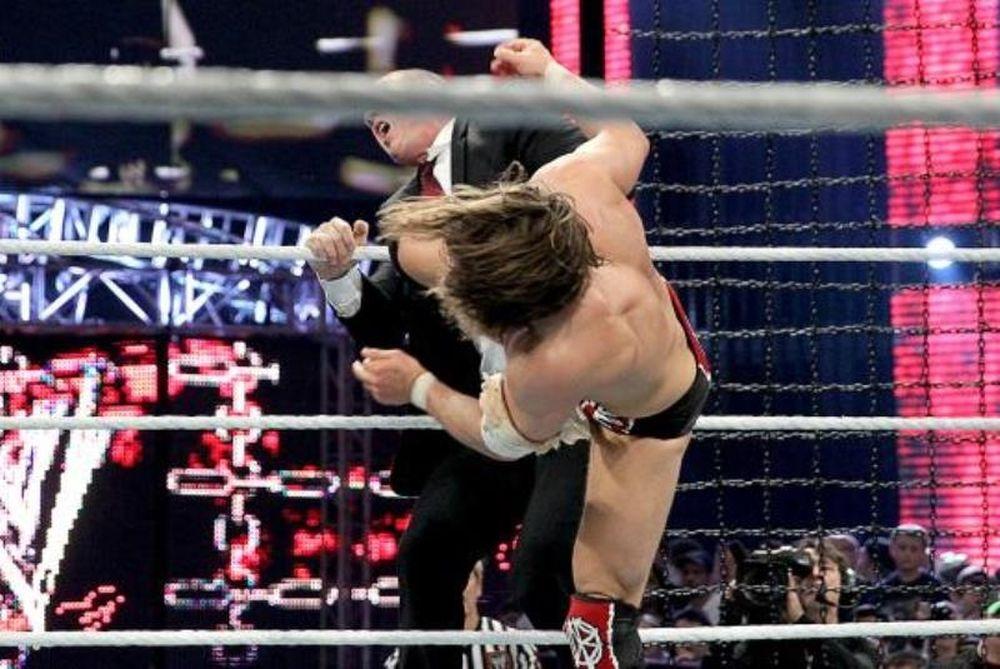 Elimination Chamber: Δεν άντεξε ο… Kane (video+photos)