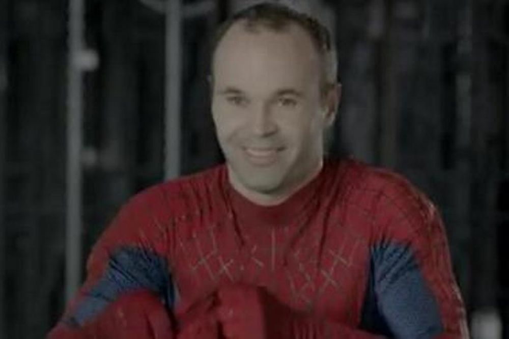 Ρεάλ - Μπαρτσελόνα: Απίστευτο ποδόσφαιρο από τους... Spiderman! (video)