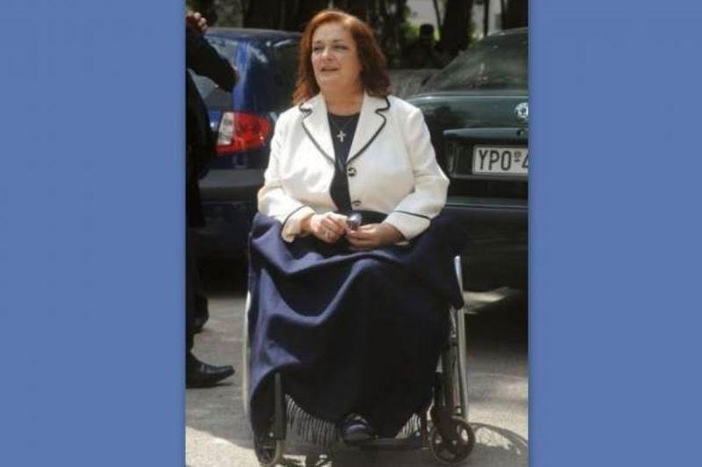 Η Μαριέττα Γιαννάκου δεν μπόρεσε να φτάσει στη Δημόσια Τηλεόραση λόγω ασανσέρ