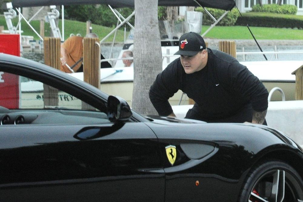 NFL: Διέλυσε τη Ferrari του ο Incognito