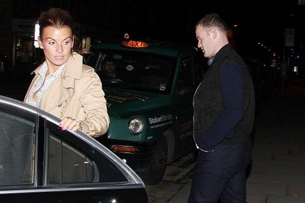 Γουέιν Ρούνεϊ: Έβγαλε έξω τη γυναίκα του για να... ξεσκάσει από τον Ολυμπιακό! (photos)