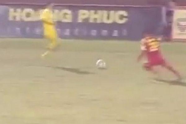 Βιετνάμ: Παίκτης τιμωρήθηκε με 28 αγωνιστικές για φρικτό μαρκάρισμα (video)