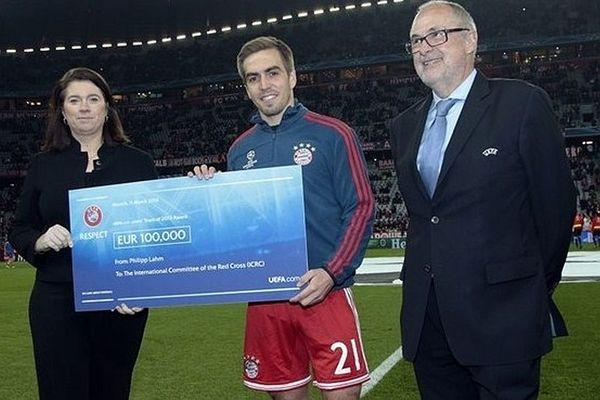 UEFA: Δια χειρός Λαμ η βοήθεια στον Ερυθρό Σταυρό