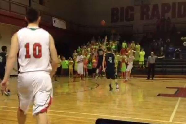 NCAA: Το πιο... σκοτωμένο buzzer beater! (video)