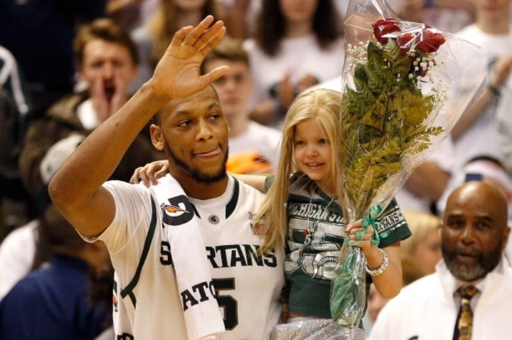 NCAA: Η δυνατή φιλία παίκτη του Μίσιγκαν με 8χρονη με καρκίνο (videos)