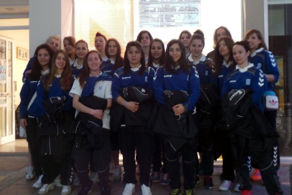 Εθνική Χάντμπολ Γυναικών: Η 18άδα και το Κοινωνικό Παντοπωλείο (photos)