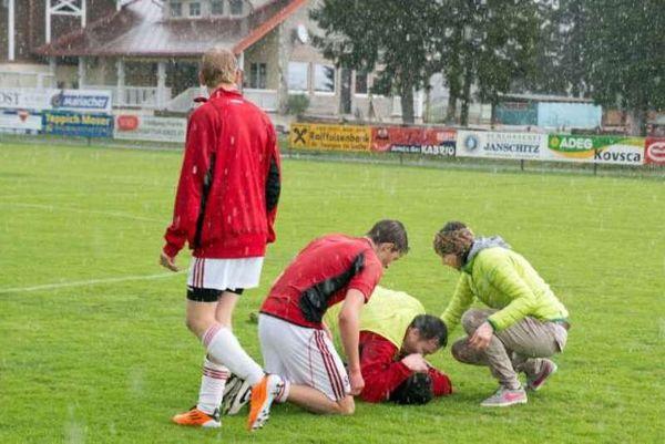 Αυστρία: Κεραυνός «χτύπησε» σε ποδοσφαιρικό αγώνα (photos)