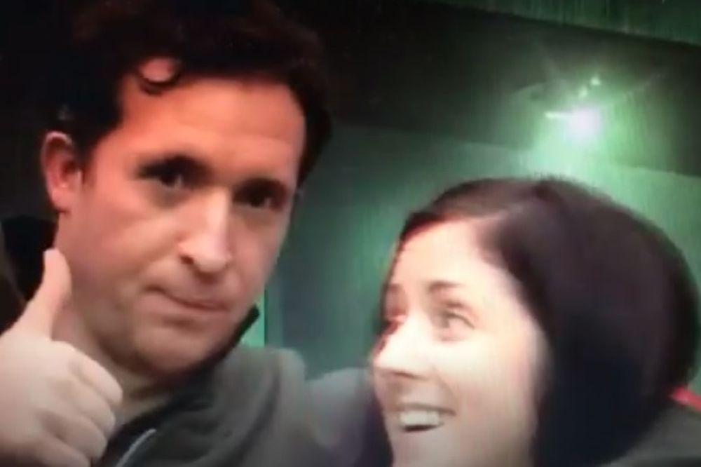 Λίβερπουλ: Γυναίκα οπαδός «τρελάθηκε» με το φιλί του Φάουλερ! (video)