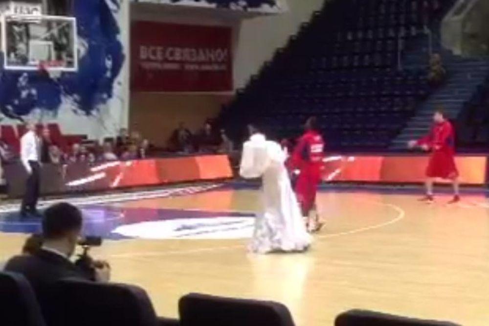 Onsports TV: Θεατρική παράσταση πριν από το τζάμπολ (videos)