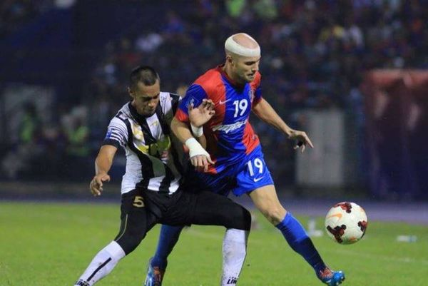 Μαλαισία: Δύο γκολ με... ράμματα ο Φιγκερόα (photos)