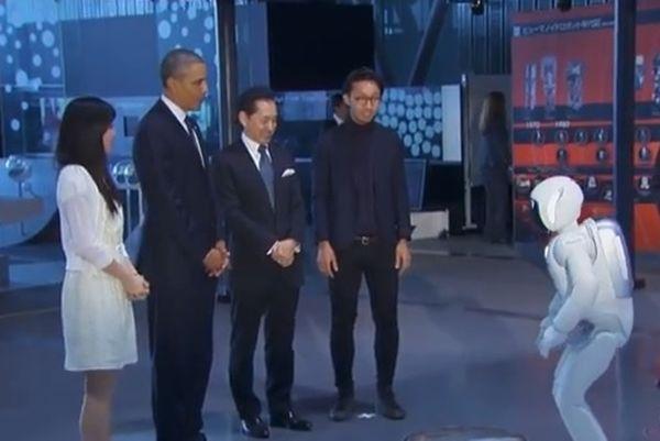 Ιαπωνία: Ποδόσφαιρο με ρομπότ ο Ομπάμα (video)