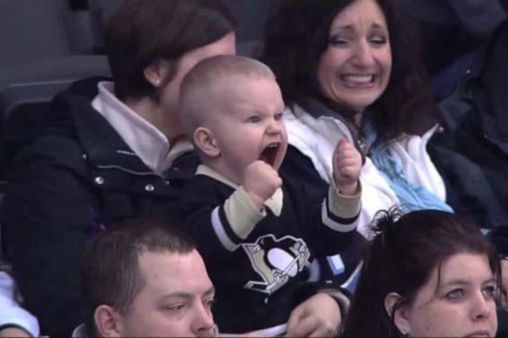 NHL: O μικρότερος… μεγάλος οπαδός των Πένγκουινς (GIF+video)