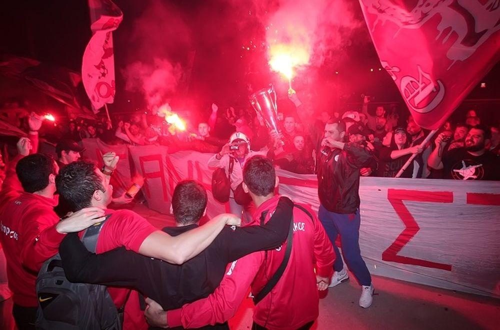 Ολυμπιακός: Χαμός στην υποδοχή στου Ρέντη (photos)