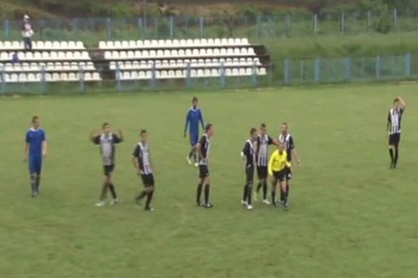 Σερβία: Διαιτητής έληξε το ημίχρονο ένα δευτερόλεπτο πριν από γκολ (video)