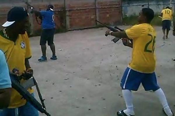 Βραζιλία: Πυροβολισμοί με καλάσνικοφ μετά από εύστοχο πέναλτι (video)