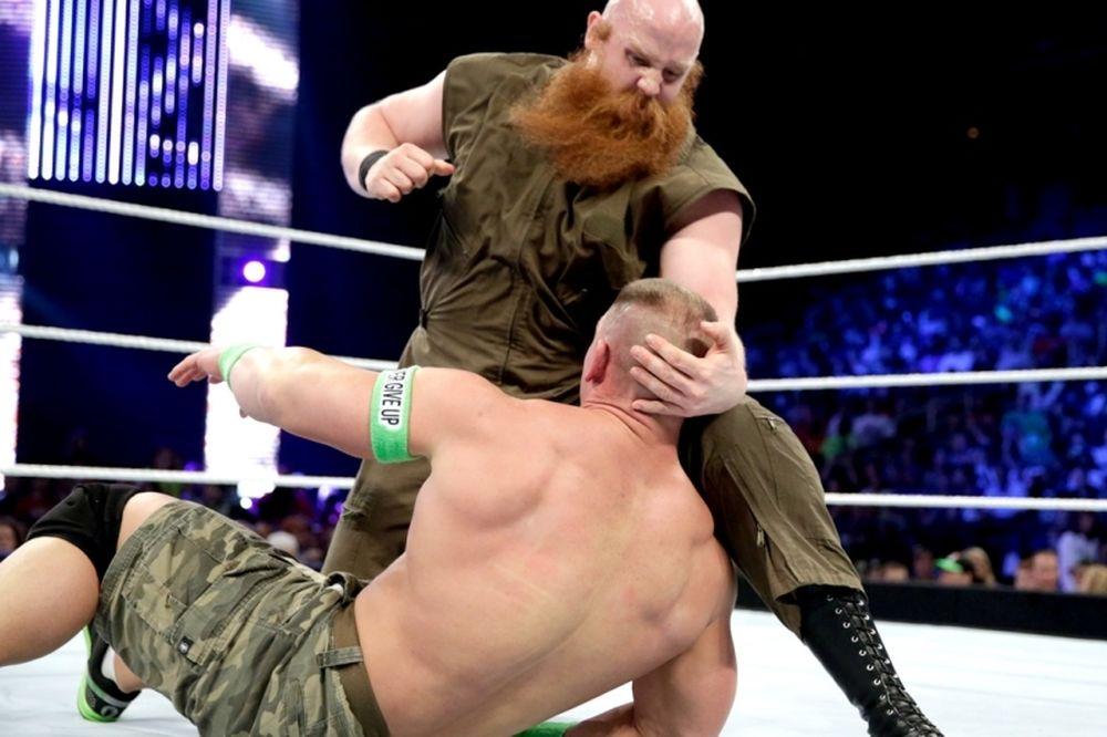 SmackDown: Χρειάστηκε βοήθεια ο Cena (photos+videos)