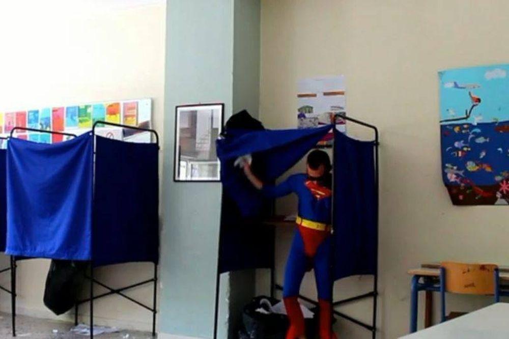 Εκλογές 2014: Στις... κάλπες και ο Superman! (video)