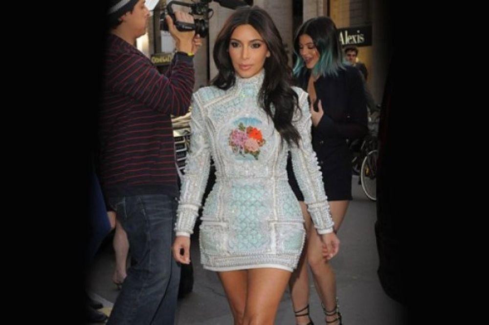 Τι πλαστική επέμβαση(που δεν ξέραμε καν ότι υπήρχε) έκανε η Kim Kardashian πριν το γάμο;